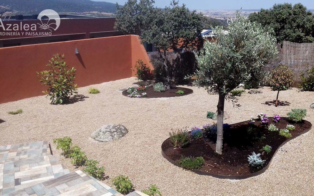 Trabajo de jardinería en Los Ángeles de San Rafael, Segovia.